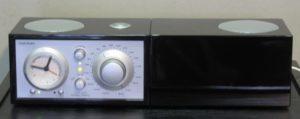 Tivoli Audio Model Three kelloradio